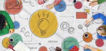 Personas trabajando en el diseño de una estrategia